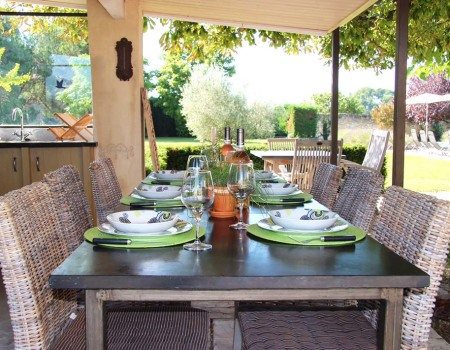 Summer kitchen Table